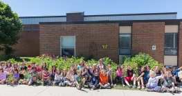 central-school-bgoss-plant-mulch-donation-grade-3-classes-june-2016-image-by-kerry-jarvis_